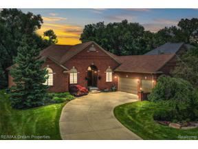 Property for sale at 19009 VANDERHAVEN LANE, Livonia,  Michigan 48152