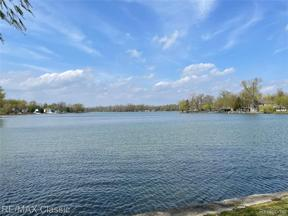 Property for sale at 4860 COOLEY LAKE RD, Waterford Twp,  Michigan 48327