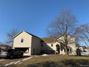 Property for sale at 3601 DILL DR, Waterford Twp,  Michigan 48329
