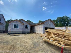 Property for sale at 714 COBBLESTONE DR, Fenton,  Michigan 48430