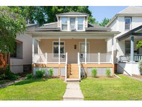 Property for sale at 1083 LAKEPOINTE ST, Grosse Pointe Park,  Michigan 48230