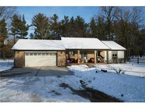 Property for sale at 3015 W MAPLE RD, Wixom,  Michigan 48393