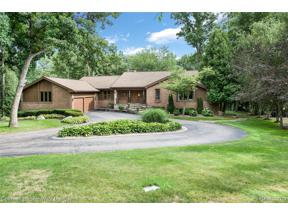 Property for sale at 135 W HICKORY GROVE RD, Bloomfield Hills,  Michigan 48304