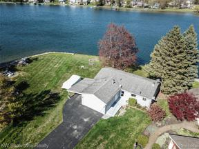 Property for sale at 773 RANVEEN DR, White Lake Twp,  Michigan 48386
