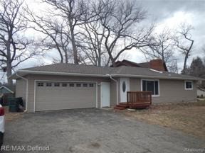 Property for sale at 675 Central DR, Lake Orion Vlg,  Michigan 48362