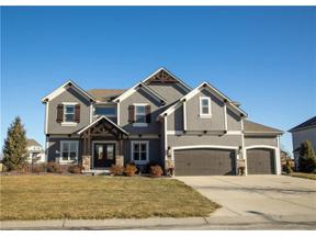 Property for sale at 724 SW Admiral Byrd Drive, Lee'S Summit,  Missouri 64082