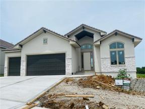 Property for sale at 504 NE Wenoga Place, Lee's Summit,  Missouri 64015