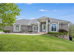 Property for sale at 1601 NW Sunridge Drive, Blue Springs,  Missouri 64015