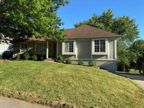 Property for sale at 4104 NW Delwood Drive, Blue Springs,  Missouri 64015