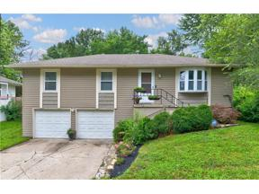 Property for sale at 1213 NE 10th Street, Blue Springs,  Missouri 64014