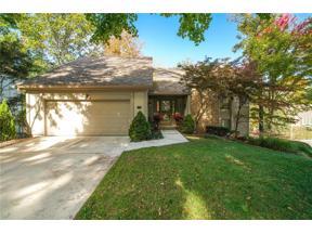 Property for sale at 138 NE Woodglen Lane, Lee'S Summit,  Missouri 64064