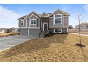 Property for sale at 1312 NW Hickorywood Court, Grain Valley,  Missouri 64029