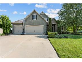 Property for sale at 708 Estates Drive, Lee'S Summit,  Missouri 64082
