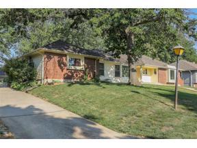 Property for sale at 219 N Winnebago Drive, Lake Winnebago,  Missouri 64034