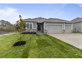 Property for sale at 1297 NW Hickorywood Court, Grain Valley,  Missouri 64029