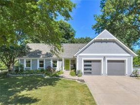 Property for sale at 4310 NW Lake Drive, Lee'S Summit,  Missouri 64064
