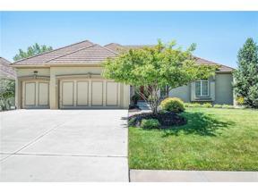 Property for sale at 8112 Forest Park Drive, Parkville,  Missouri 64152