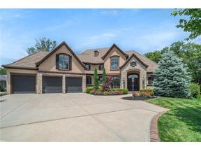 Property for sale at 6050 Southlake Drive, Parkville,  Missouri 64152