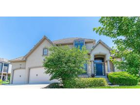 Property for sale at 8290 Shoreline Drive, Parkville,  Missouri 64152