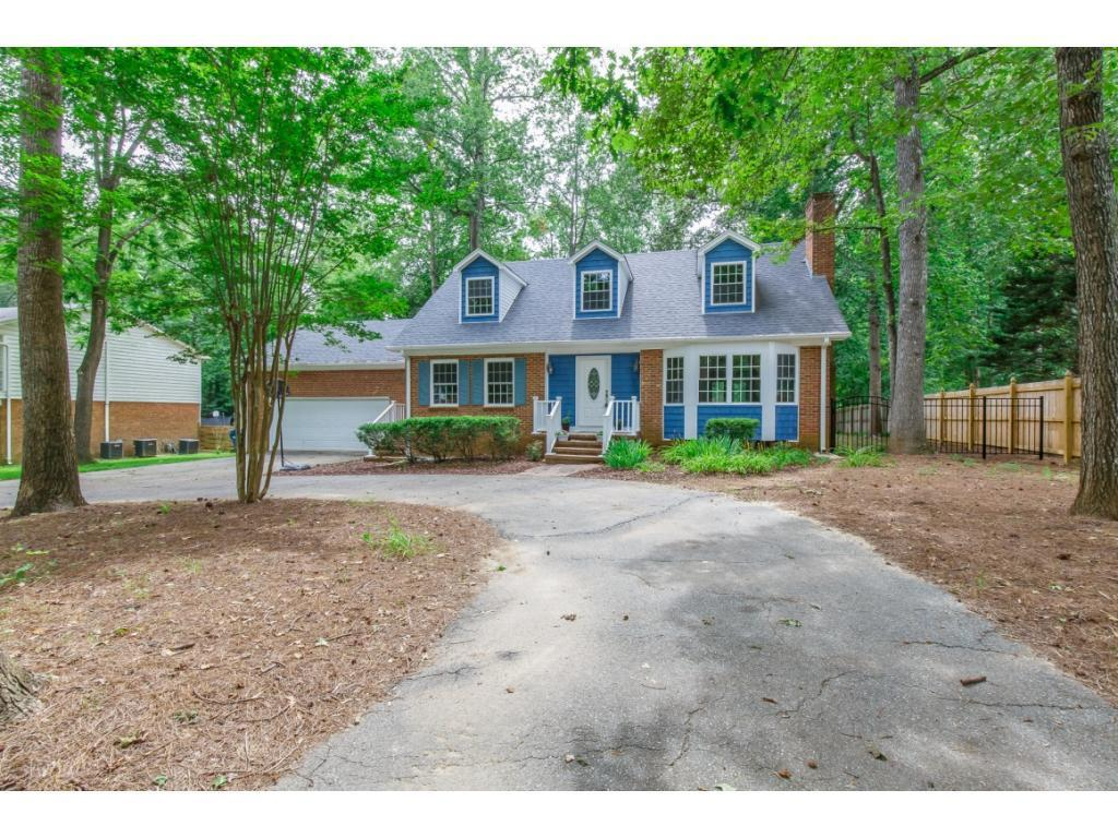 Photo of home for sale at 4000 Coltswood Drive, Greensboro NC