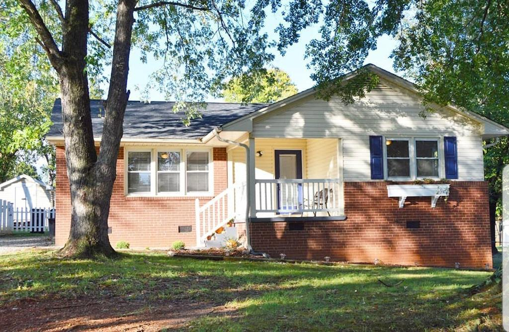 Photo of home for sale at 314 Meadowbrook Drive, Burlington NC