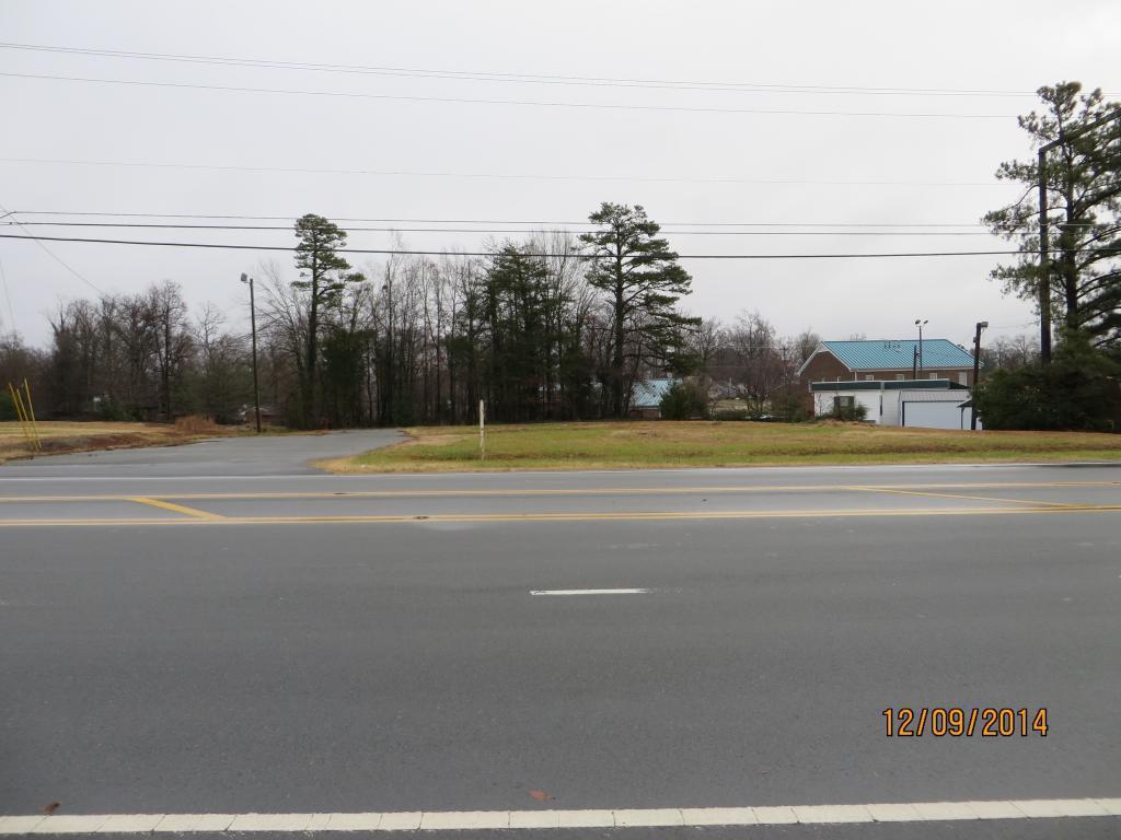 Photo of home for sale at 611 Alamance Road, Burlington NC