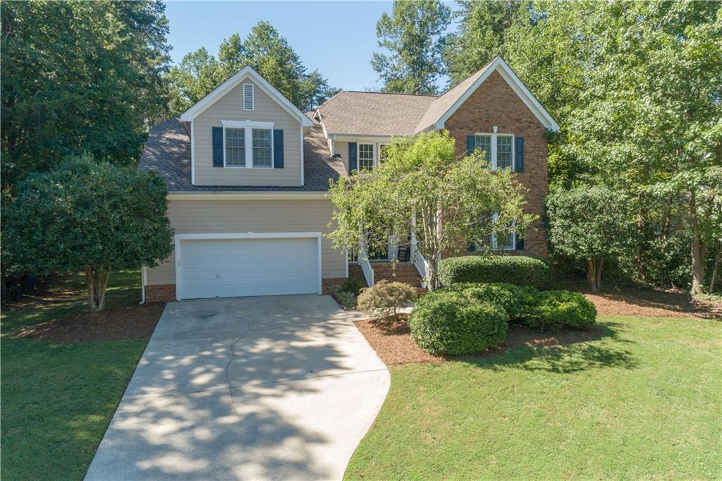 Photo of home for sale at 1628 Saint Andrews Drive, Mebane NC