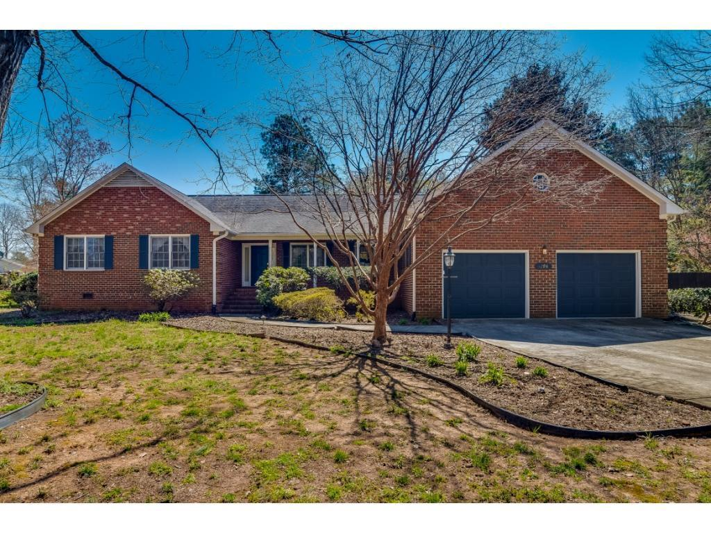 Photo of home for sale at 4208 Oakcliffe Road, Greensboro NC