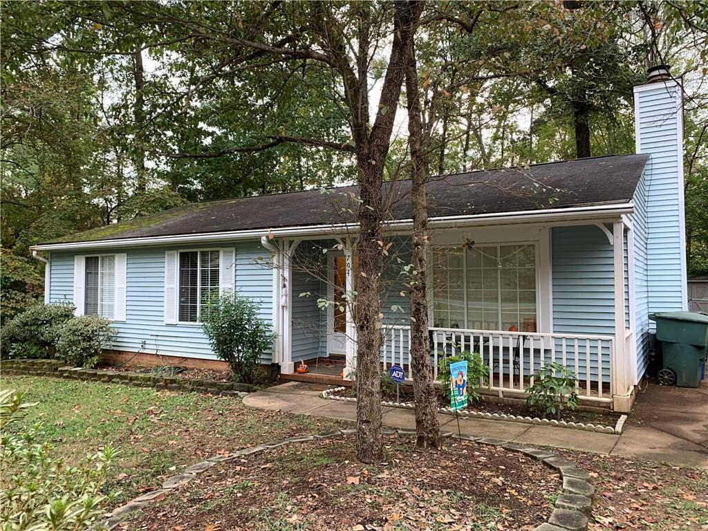 Photo of home for sale at 704 Alamance Street, Gibsonville NC