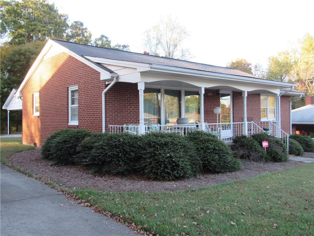 Photo of home for sale at 904 N Graham Hopedale Road, Burlington NC