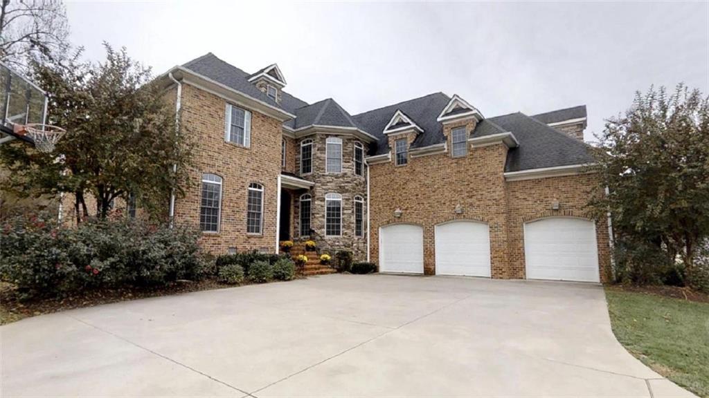 Photo of home for sale at 1010 Dunleigh Drive, Burlington NC