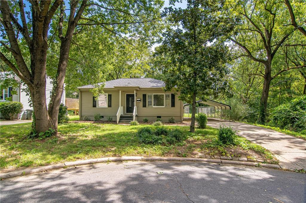 Photo of home for sale at 1600 Roseland Street, Greensboro NC