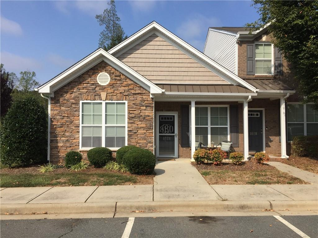 Photo of home for sale at 1024 Kelso Lane, Burlington NC