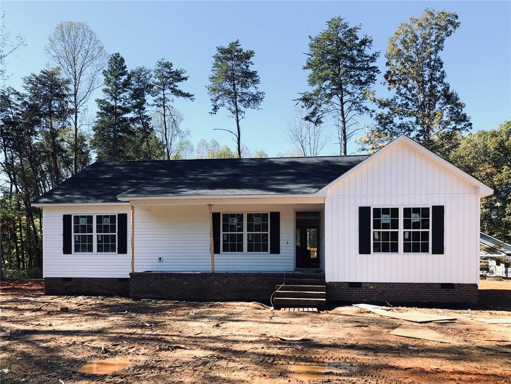 Photo of home for sale at 1894 Laughlin Road, Randleman NC