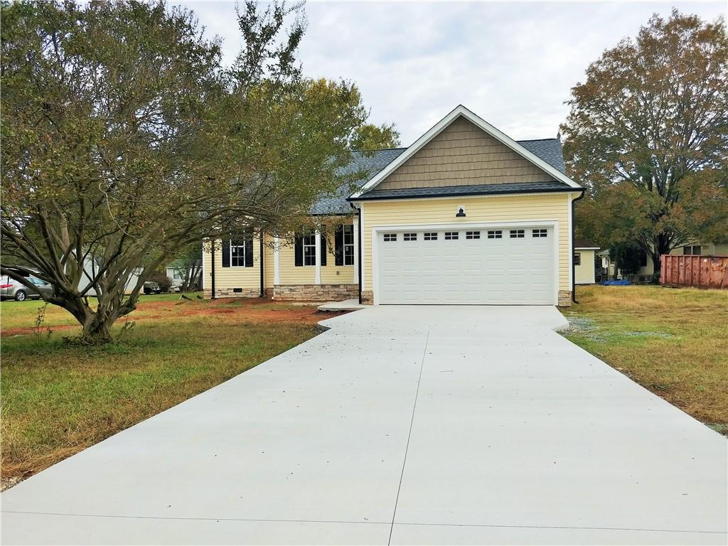 Photo of home for sale at 2080 Meadow Lane, Graham NC