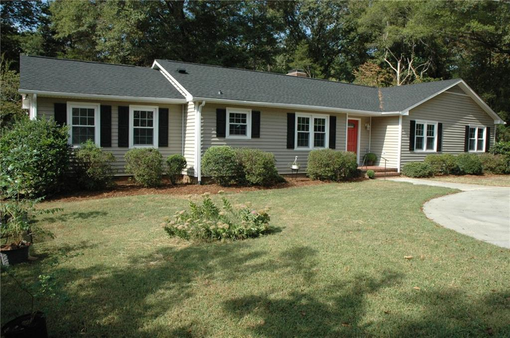 Photo of home for sale at 1505 Bentwood Drive, Graham NC