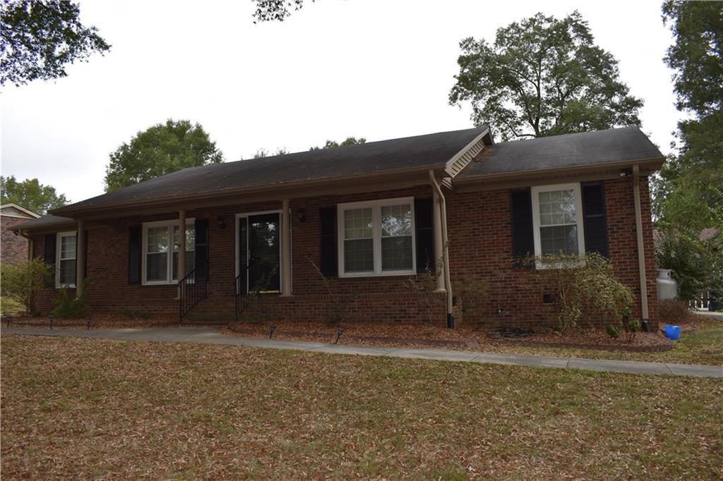 Photo of home for sale at 1310 Ridgecrest Avenue, Burlington NC