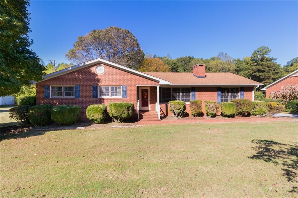 Photo of home for sale at 712 Fifth Street S, Mebane NC