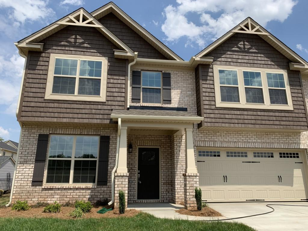 Photo of home for sale at 955 Old Towne Drive, Elon NC