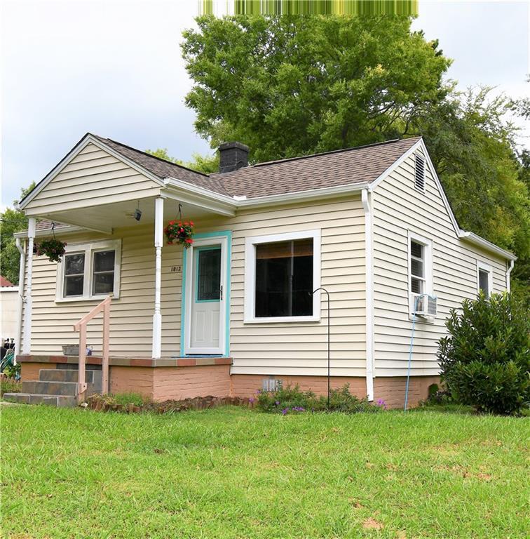Photo of home for sale at 1812 Wood Avenue, Burlington NC