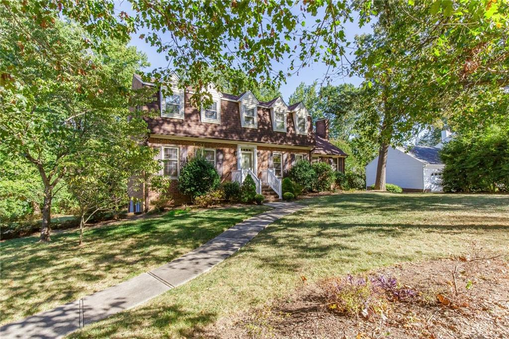 Photo of home for sale at 126 Coachlight Trail, Burlington NC