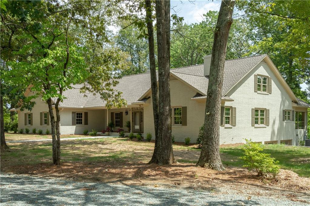 Photo of home for sale at 2525 Daybreak Trail, Burlington NC