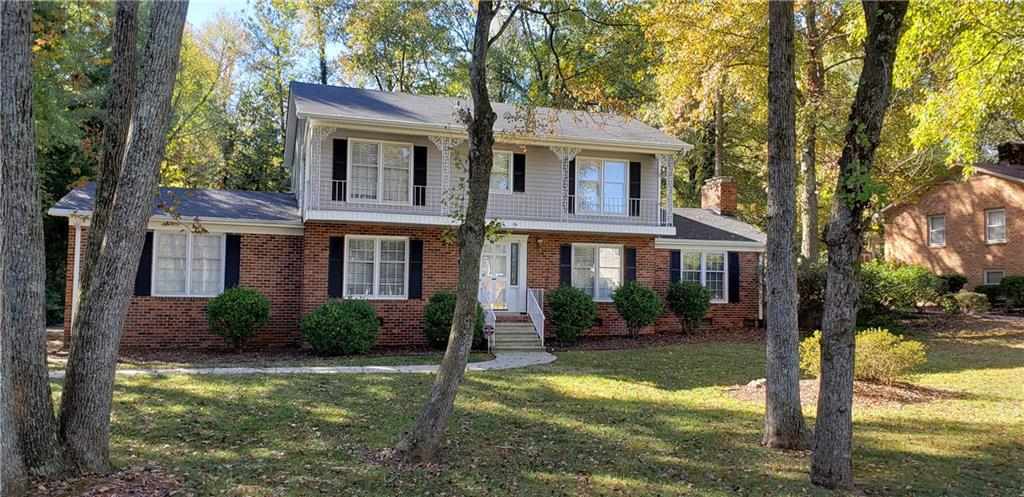 Photo of home for sale at 2172 Canterbury Drive, Burlington NC