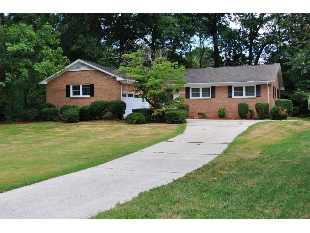 Photo of home for sale at 2815 Amherst Avenue, Burlington NC