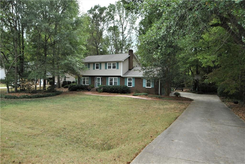 Photo of home for sale at 415 Courtland Drive, Elon NC