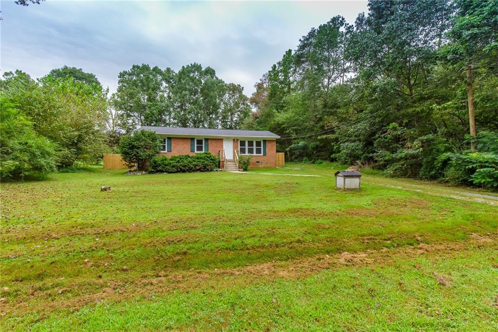 Photo of home for sale at 6220 Creek Lane, Gibsonville NC