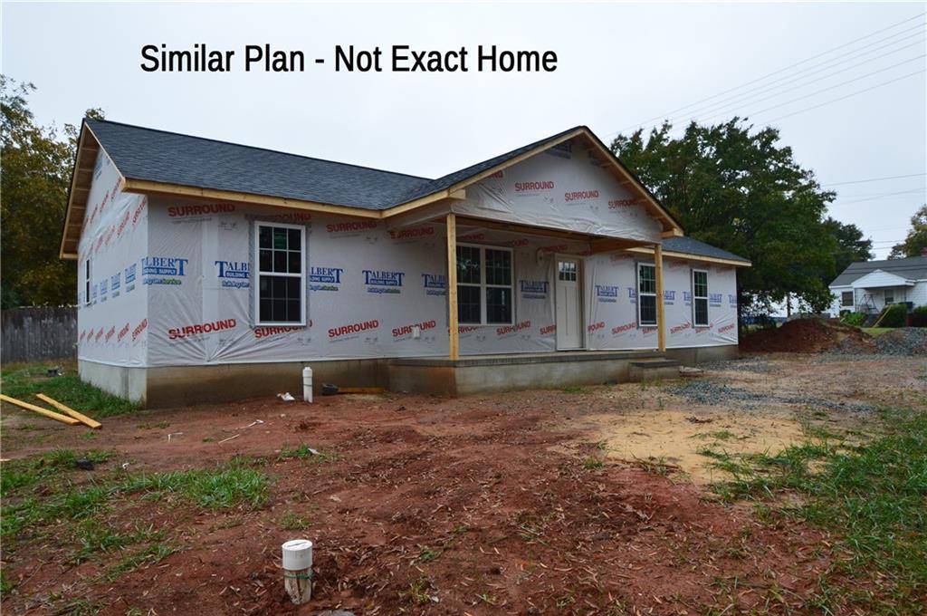 Photo of home for sale at 1137 Apple Street, Burlington NC