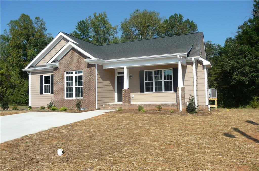 Photo of home for sale at 728 Aspenwood Dr Drive, Graham NC