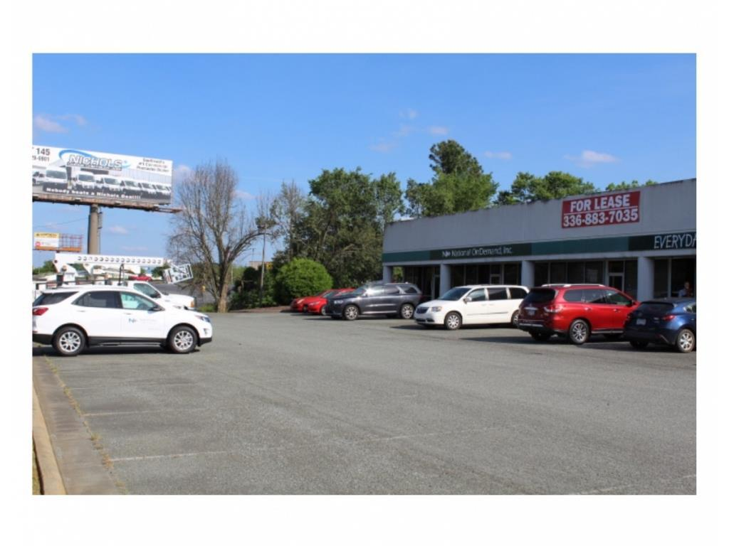 Photo of home for sale at 2579 Eric Lane, Burlington NC