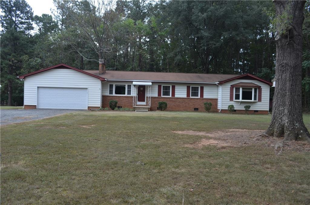 Photo of home for sale at 2346 Freshwater Road, Haw River NC